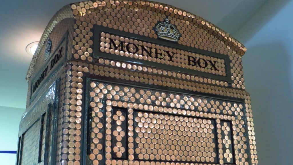Money_box_(13619650263)